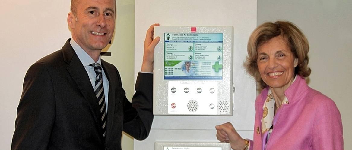 Farmasi ha riservato agli associati Federfarma una convenzione per la Bacheca elettronica turni e la Croce a led per Farmacia.